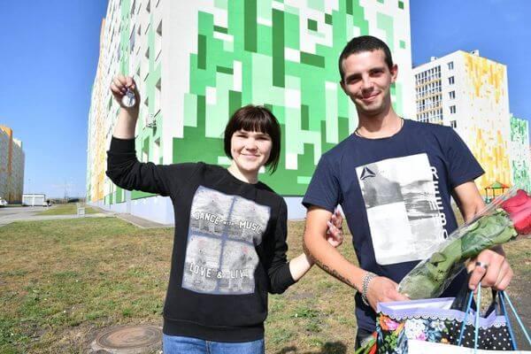 Глава Самарской области вручил ключи от квартир детям-сиротам | CityTraffic