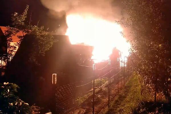 Под Тольятти спасли дачника из горящего дома: видео | CityTraffic