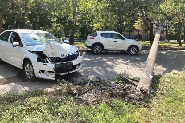В Жигулевске женщина-водитель сбила пешехода, который помогал ей выехать из двора | CityTraffic