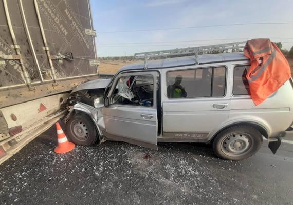 На трассе М-5 в Самарской области вазовская «Нива» врезалась в грузовик, пострадал один человек | CityTraffic