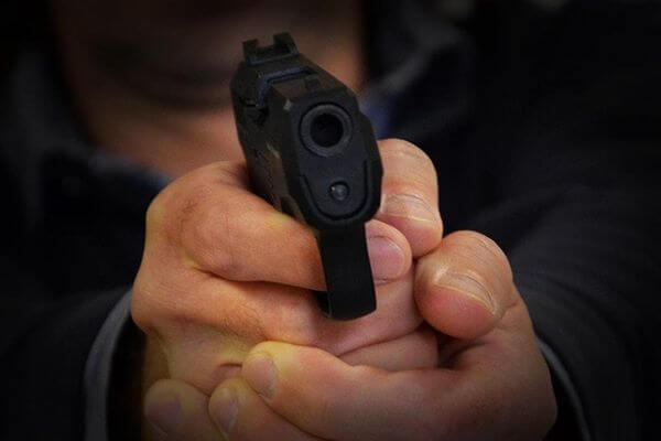 Житель Тольятти заплатил земляку 100 тысяч рублей за то что выстрелил в него 5 раз из травмата | CityTraffic
