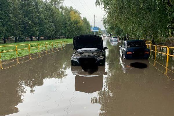 Водители Тольятти готовят коллективный иск за то, что их машины утонули на дороге после дождя | CityTraffic