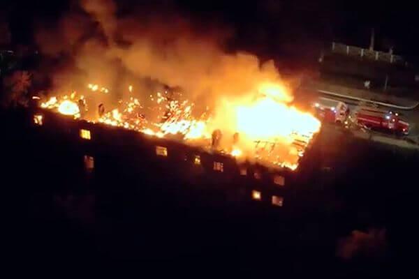 Заброшенный барак в Чапаевске тушили 6,5 часов: видео | CityTraffic