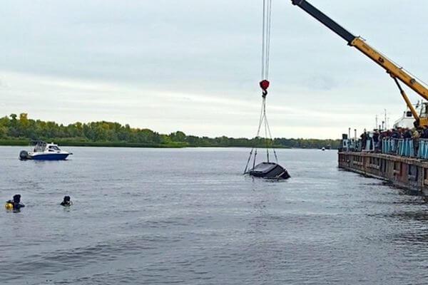 У Рождествено внедорожник затонул в Волге, погибли 2 человека | CityTraffic