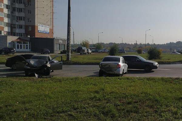 В Тольятти пьяный водитель устроил аварию с тремя автомобилями | CityTraffic