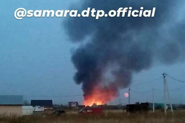 В Самарской области больше 100 пожарных тушат три горящих здания