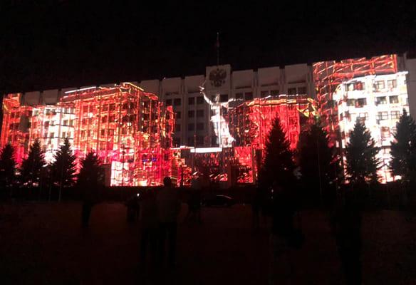 В Самаре фасад здания правительства на три дня стал экраном для светового фильма к юбилею Победы | CityTraffic