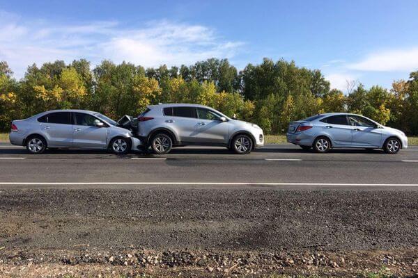 Два пассажира пострадали в столкновении трех иномарок на трассе М-5 в Самарской области | CityTraffic