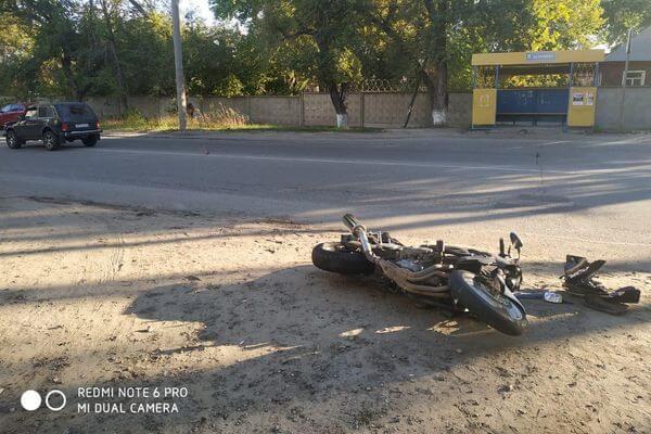 """Мотоциклист в Сызрани врезался в стоявшую на переходе """"Ниву""""   CityTraffic"""