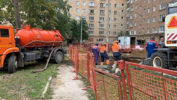 В Тольятти вырыли котлован на месте провала асфальта, куда чуть не упал автомобиль | CityTraffic