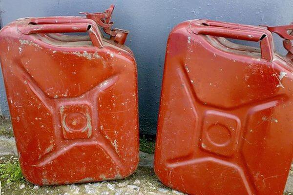 На жд станции в Сызрани мужчина украл 10 литров бензина | CityTraffic