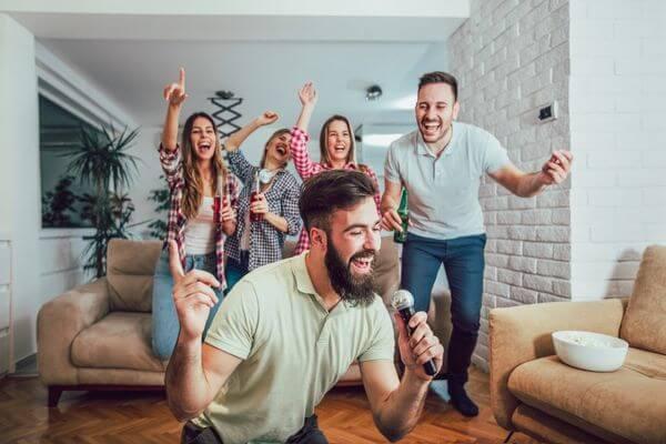 Россияне требуют запретить соседям петь под караоке | CityTraffic