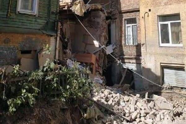 Дом с рухнувшей стеной в Самаре круглосуточно охраняет полиция от мародеров | CityTraffic