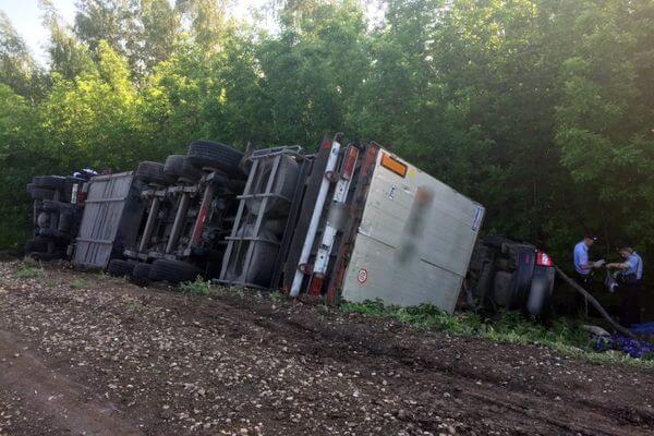 Водителю из Жигулевска, который врезался в фуру и погубил троих своих пассажиров, дали 2,5 года   CityTraffic
