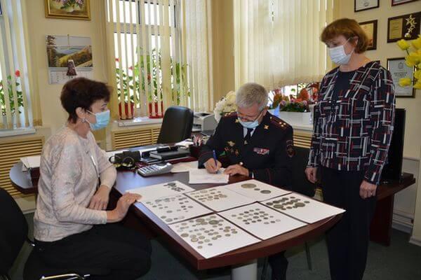 В музей Сызрани передали 139 старинных монет, изъятых у пассажира поезда | CityTraffic