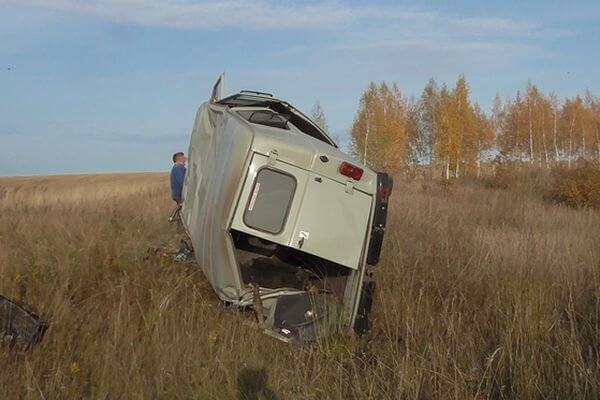 В Самарской области перевернулся УАЗ, водитель погиб | CityTraffic