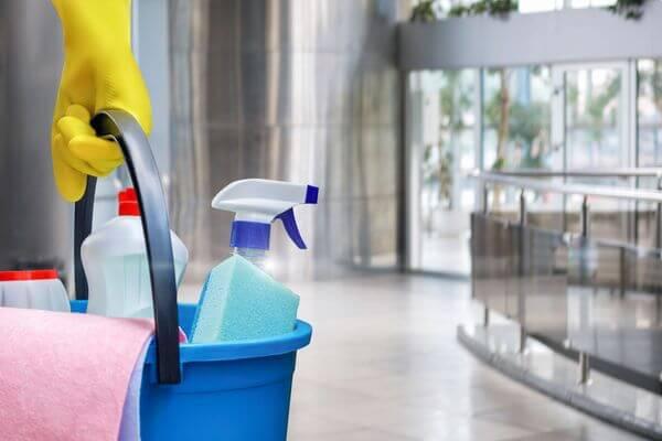 Приставы вернули уборщице из Тольятти зарплату за 3 месяца | CityTraffic