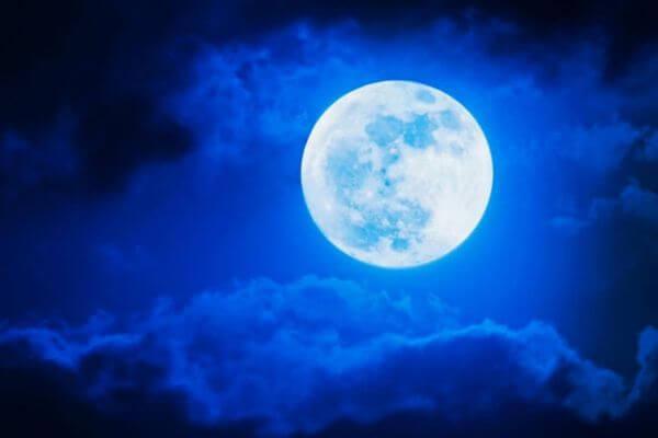 Голубая Луна взойдет над Землей вечером 31 октября