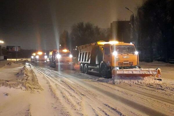 В ночь на понедельник в Тольятти расчищать снег будут 70 единиц спецтехники | CityTraffic