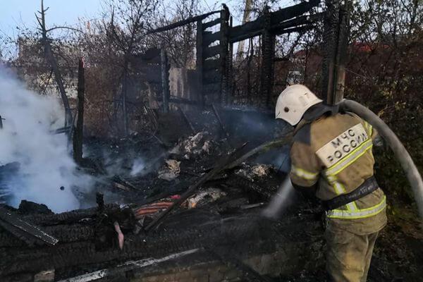 В дачном массиве Самарской области горит уже 8 домов | CityTraffic