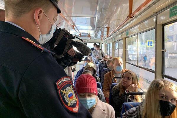 В Самаре пассажиры стали реже материть проверяющих, которые следят за ношением масок в транспорте | CityTraffic