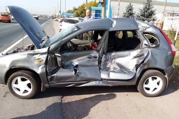 В Тольятти КаМАЗ проехал на красный и врезался в две легковушки | CityTraffic