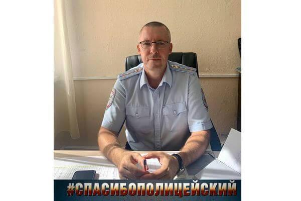 В Тольятти полицейский помог пенсионеру вытащить машину из кювета | CityTraffic