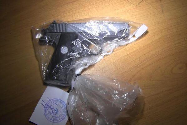 Бомж нашел в кустах игрушечный пистолет и напал на МКК в Самаре | CityTraffic