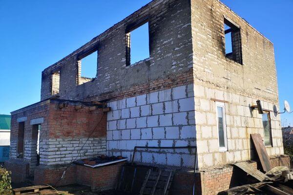 Под Тольятти ночью 19 человек тушили дом | CityTraffic