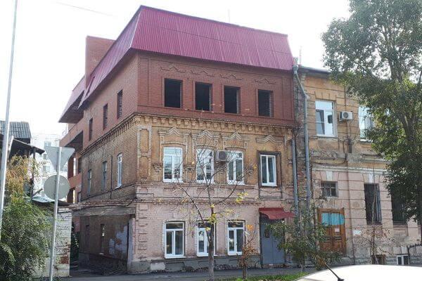 В Самаре историческое здание надстроили третьим этажом, и он уже разрушается | CityTraffic