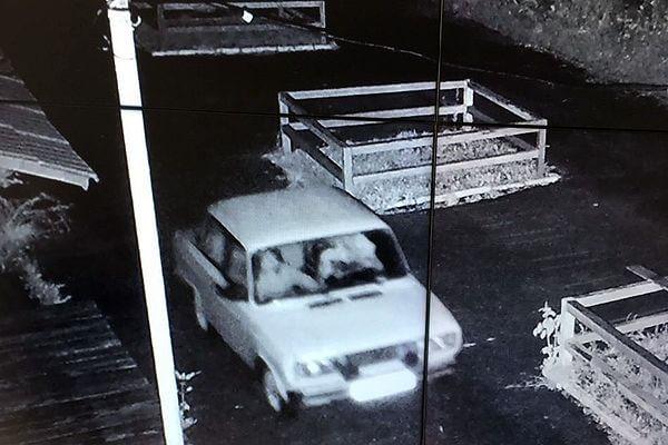 Три жителя Самары украли 20 урн из парка | CityTraffic