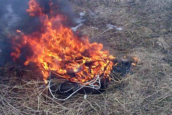 В Самаре на пустыре пойман вор, обжигавший электрокабель в костре | CityTraffic