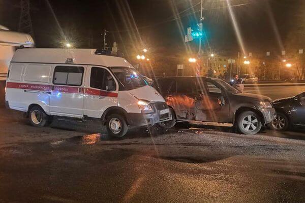 В Самаре в Скорую помощь с роженицей врезался автомобиль | CityTraffic