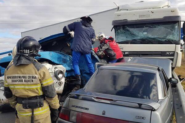 В аварии с ЗИЛом, водитель которого погиб под Сызранью, пострадали еще 2 человека | CityTraffic