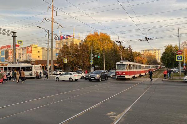 В Самаре трамвай столкнулся с автобусом, пострадала пассажирка | CityTraffic