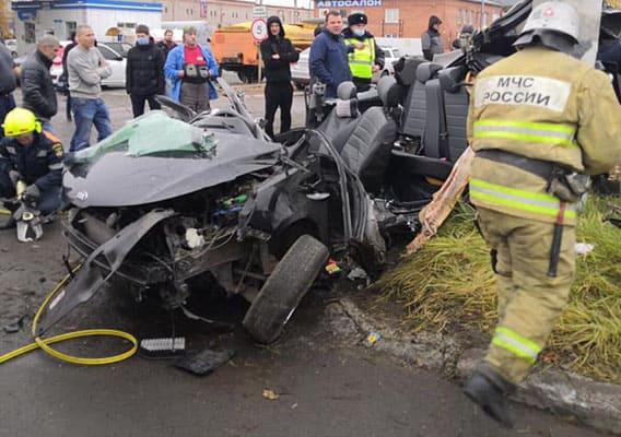 В Тольятти автомобиль «Киа Рио» взрезался в столб, водитель в тяжелом состоянии был доставлен в больницу | CityTraffic