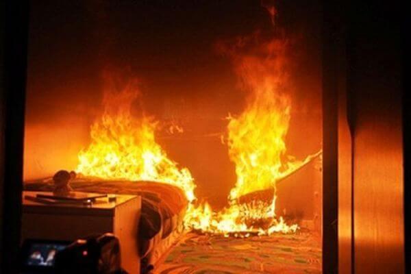 В Самаре 16 человек тушили домашние вещи в доме на Тушинской | CityTraffic