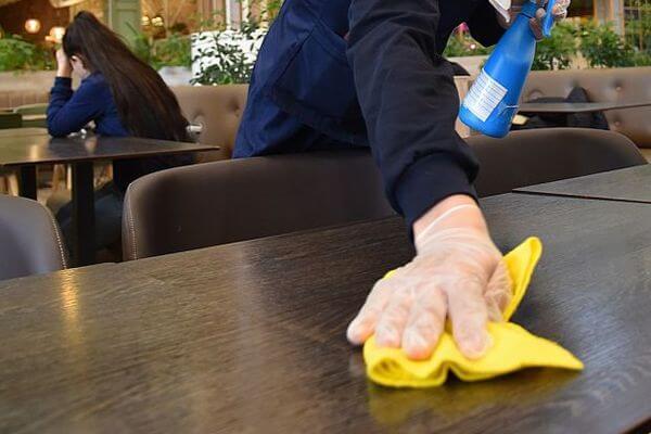 На фудкортах в ТЦ Самарской области посетителей будут обслуживать только за столиками | CityTraffic