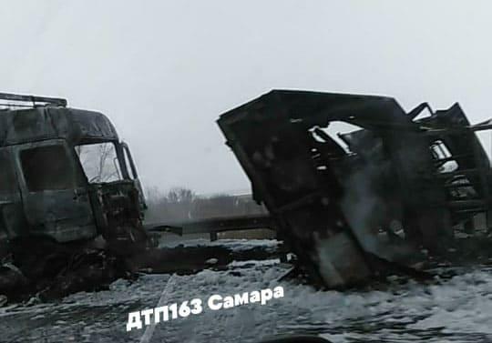 На трассе М-5 в Самарской области лоб в лоб столкнулись два грузовика, погибли три человека | CityTraffic