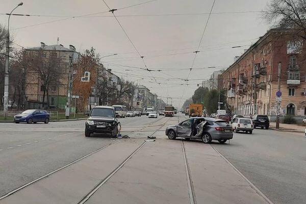 "У хозяина кафе в Самарской области арестовали ""Гранту"" за долги по налогам   CityTraffic"