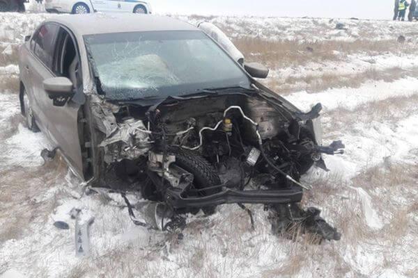 Женщина и девочка пострадали в столкновении легковушки с грузовиком в Самарской области | CityTraffic