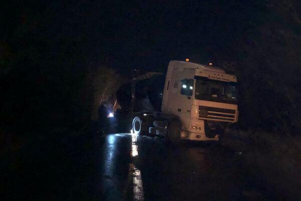 Два человека погибли в столкновении легковушки с грузовиком в Самарской области | CityTraffic