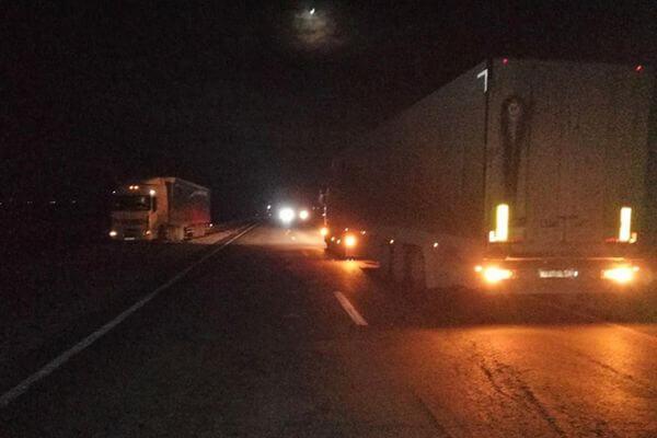 В Самарской области грузовик с прицепом сбил пешехода | CityTraffic