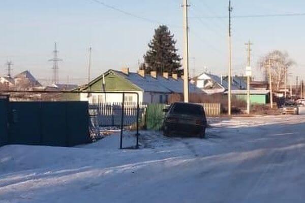 Пьяная женщина въехала в забор в Самарской области | CityTraffic