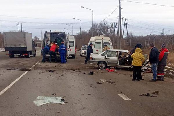 Два человека погибли в столкновении легковушки с КаМАЗом в Самарской области | CityTraffic