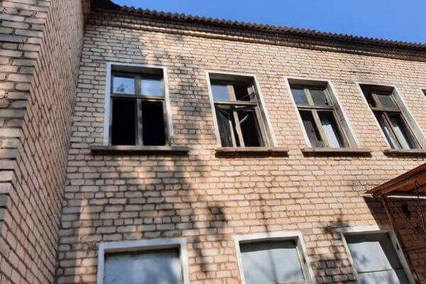 В центре Отрадного нашли здание, с которого падают дети | CityTraffic