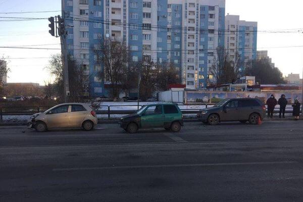 Житель Тольятти украл в магазине 2 бутылки коньяка, но не смог уйти от погони: видео   CityTraffic