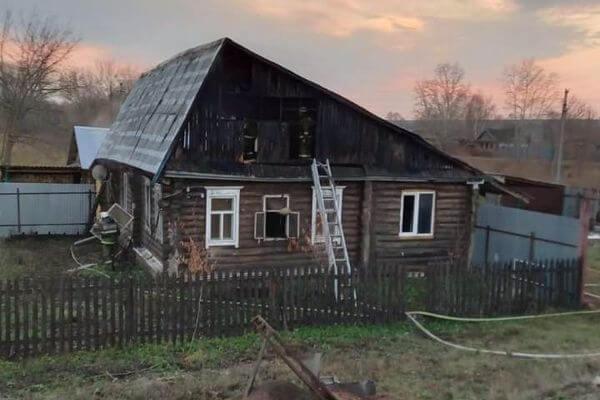 В Самарской области загорелся дом из-за электропроводки на чердаке | CityTraffic