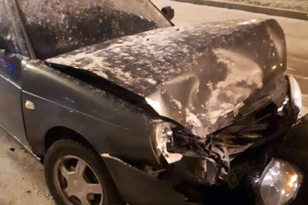 В Тольятти столкнулись 3 автомобиля во время снегопада | CityTraffic