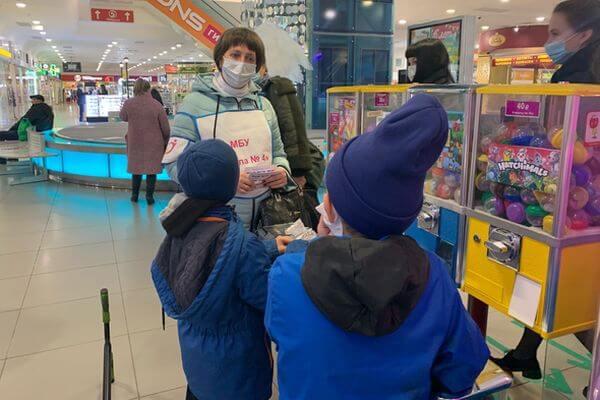 В Тольятти 28 подростков застали в ТЦ без взрослых | CityTraffic